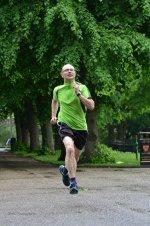 mężczyzna podczas biegania